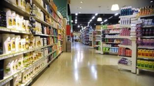 El consumo de productos masivos cayó 2 por ciento en el primer trimestre