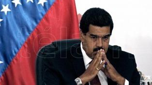 Maduro limitó facultades del parlamento por decreto y crece la tensión